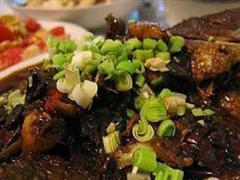 腌酸菜烧鱼