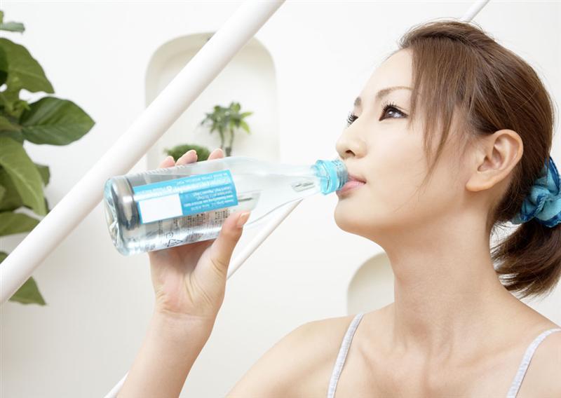 饮水不足会使人发胖